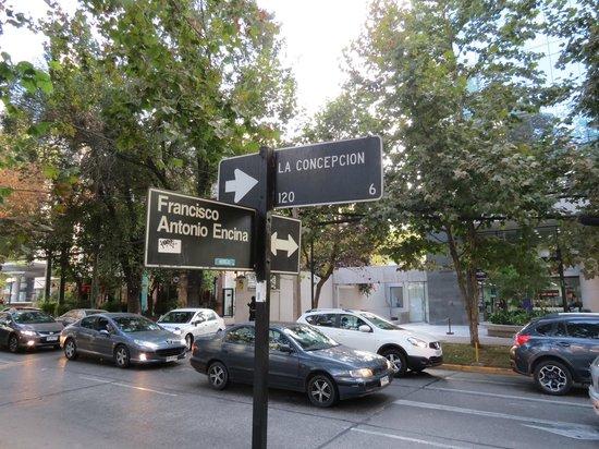 Austral Suites: Cruzamento da rua do hotel com a avenida