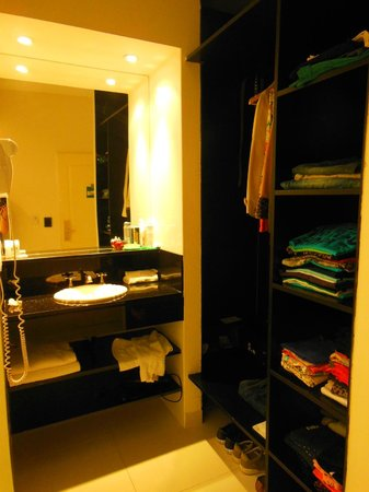 Cyan Recoleta Hotel: armário
