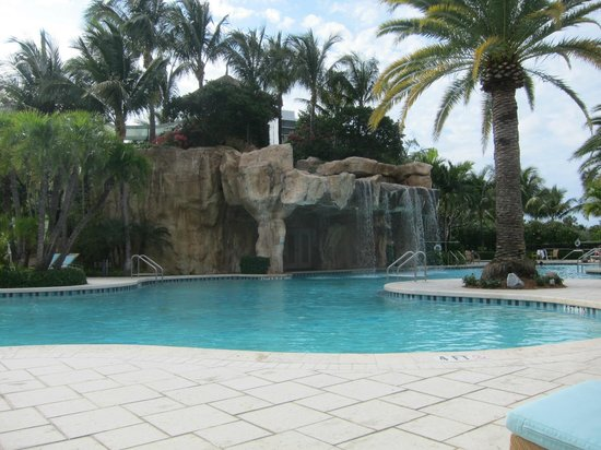 Turnberry Isle Miami, Autograph Collection: Waterfall in the pool, lazy river runs behind it