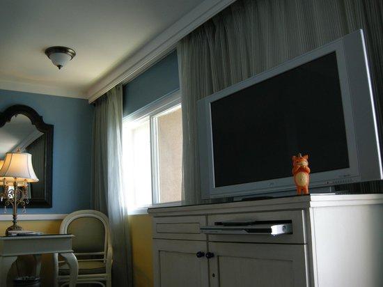 The Portofino Hotel & Marina, A Noble House Hotel: LCD TV