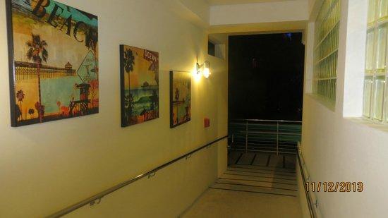National Hotel Miami Beach : pasillo de ingreso a la zona de habitaciones