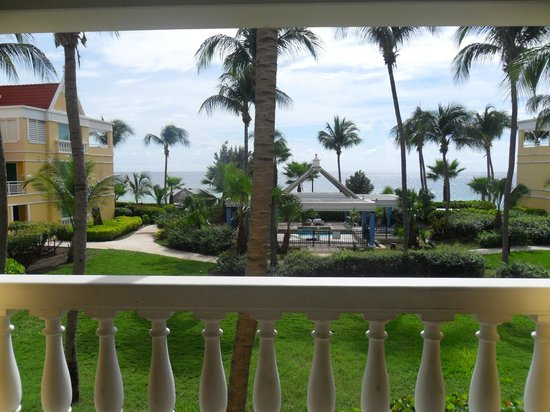 Curacao Marriott Beach Resort & Emerald Casino: Outside view