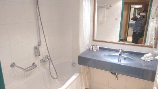 Martin's Chateau du Lac Hotel: Bathroom