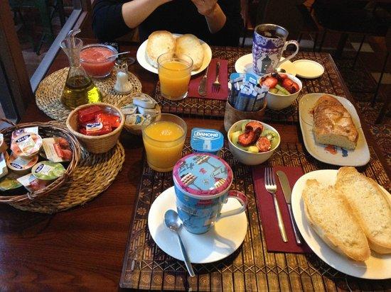 Solar Montes Claros: Breakfast