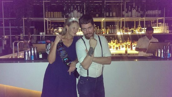 Limes Hotel Brisbane: The hen with Harlen the Bar Manager