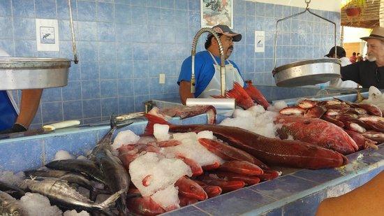 La Cruz de Huanacaxtle Mercado: Great fresh fish
