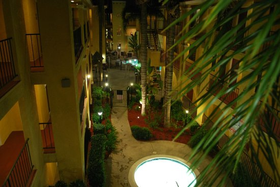 Best Western Moreno Hotel & Suites: Very nice landscaping....