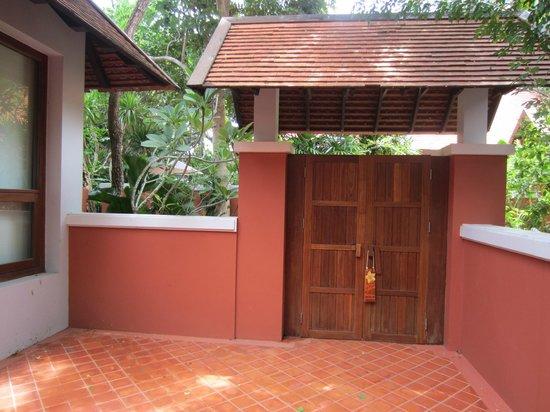 Renaissance Koh Samui Resort & Spa: Entrance to our villa