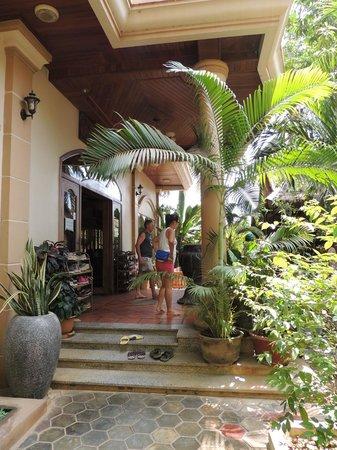 Golden Mango Inn : Entrada 2