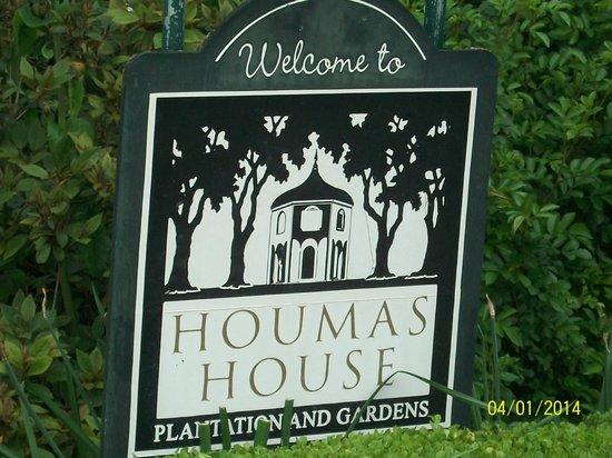 Houmas House Plantation and Gardens: Entrance sign