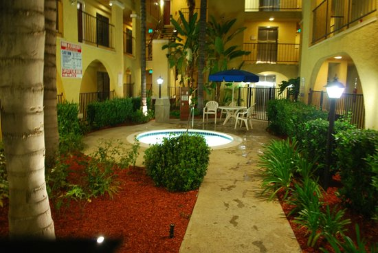 Best Western Moreno Hotel & Suites: A close up of the hot tub area