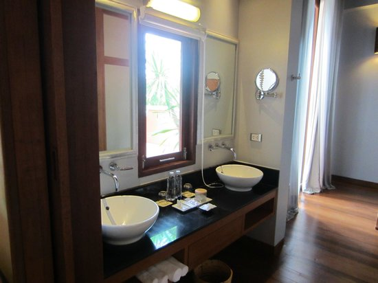 Renaissance Koh Samui Resort & Spa : Large bathroom