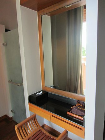 Renaissance Koh Samui Resort & Spa : Vanity in the bathroom