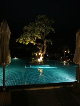 Renaissance Koh Samui Resort & Spa: Public pool at night