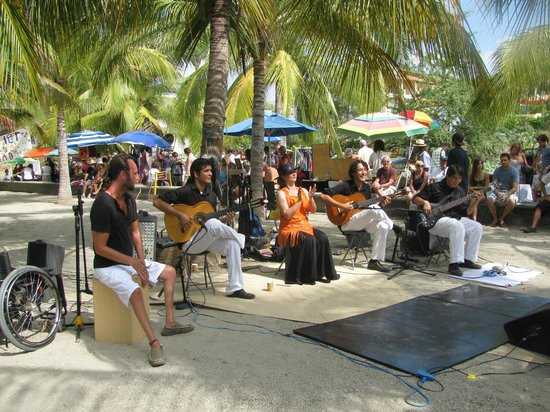 La Cruz de Huanacaxtle Mercado: Great Live Music
