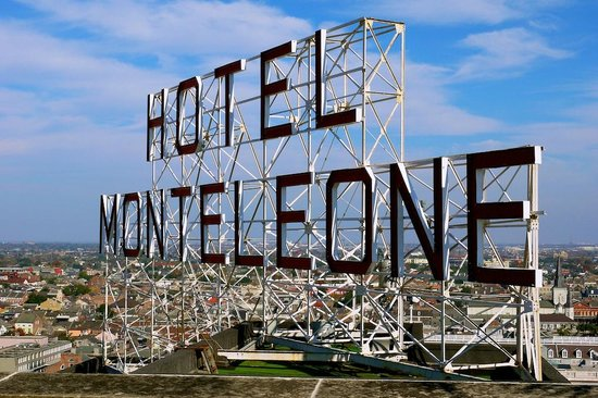 Hotel Monteleone: HM Rooftop Sign