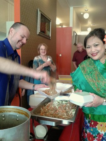 Chaba Thai : Dishing out free lunch at Thai New Year's