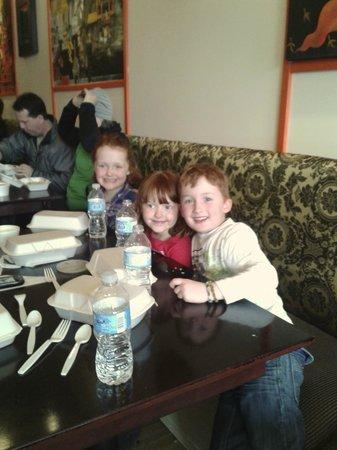 Chaba Thai : Kids enjoying lunch