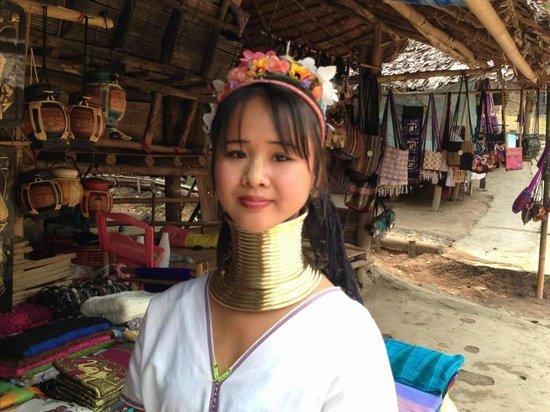Rimping Village: Long Neck Girl at Village