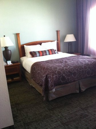 Staybridge Suites Chattanooga Downtown: the comfortable bed, cute style