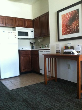 Staybridge Suites Chattanooga Downtown: kitchen area, has everything you need (but food)