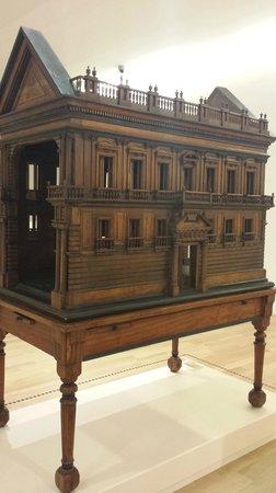 Museo Soumaya: Wooden Doll House