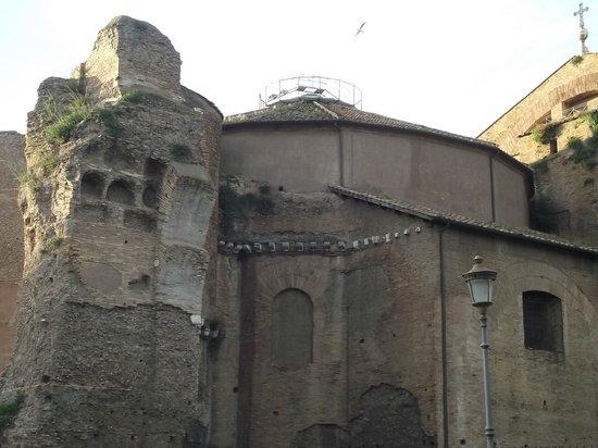 Terme di Diocleziano: Fachada das Termas de Diocleziano vista da Avenida di Nicola