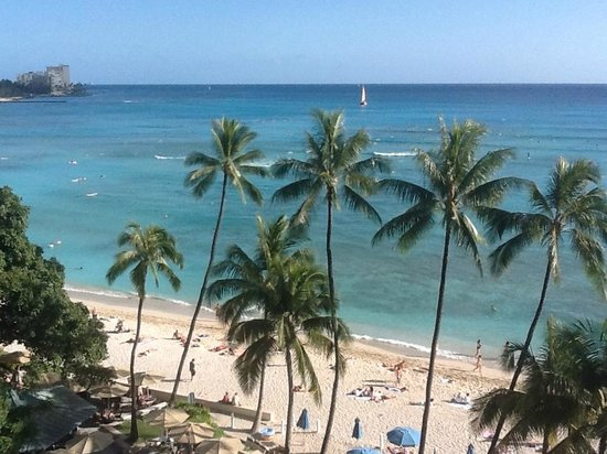 Moana Surfrider, A Westin Resort & Spa : Love the view from our room!