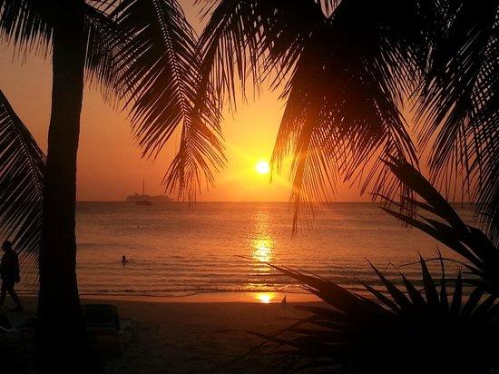Mayan Princess Beach & Dive Resort : gorgeous sunset seen from our deck