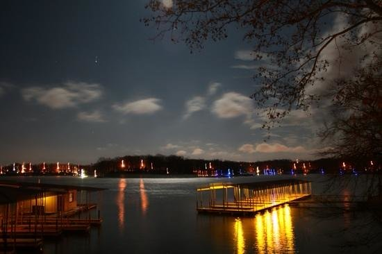 Lakeview Resort: Lights on The Lake