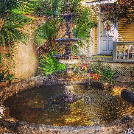 Forsyth Park Inn: Garden