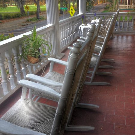 Forsyth Park Inn: Front Porch & The Rocking Chairs