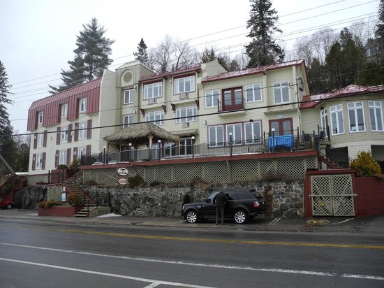 Auberge du Lac des Sables: View of the Hotel from the street