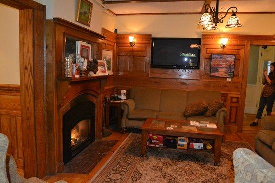 Bernerhof Inn Bed and Breakfast: Sitting area in pub