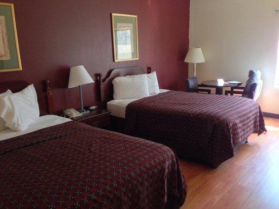 Red Roof Inn Hendersonville: Budget Friendly, Clean