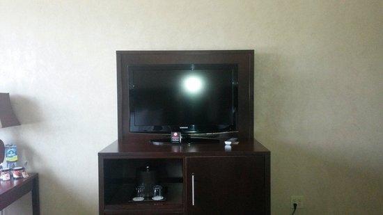 Seven Feathers Casino Resort : Tv Deluxe queen room
