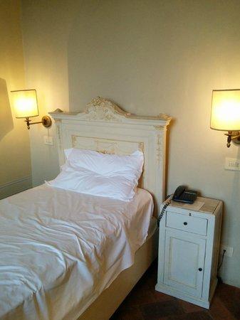 Hotel Loggiato dei Serviti : My unmade bed