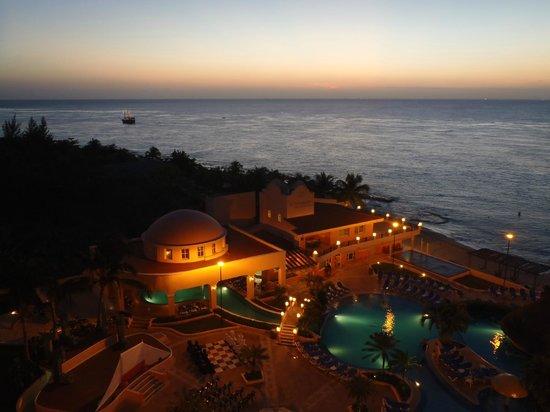 El Cozumeleño Beach Resort: Evening View