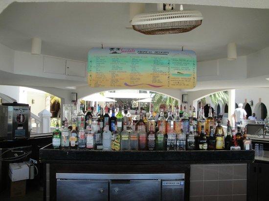 Sandals Grande Antigua Resort & Spa : Bar