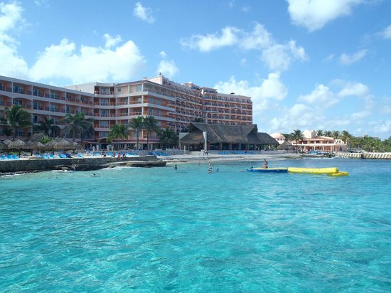El Cozumeleño Beach Resort: Hotel from the pier.