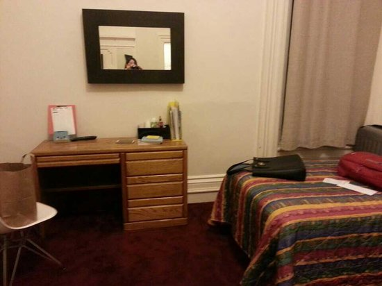 Kenmore Residence Club : double room