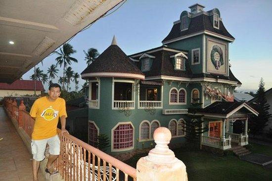 Sampaguita Gardens: the Christmas House