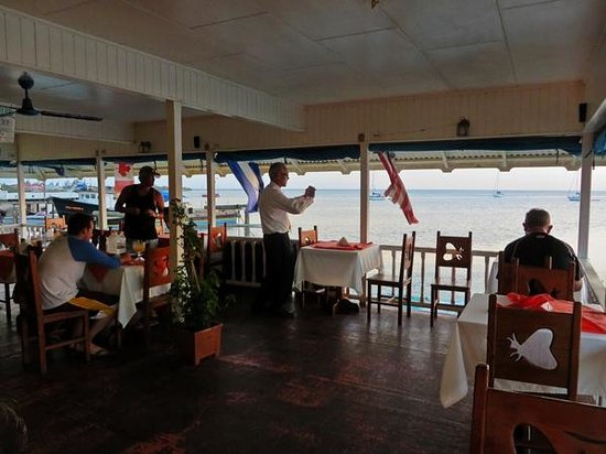 El Picante: Dining area