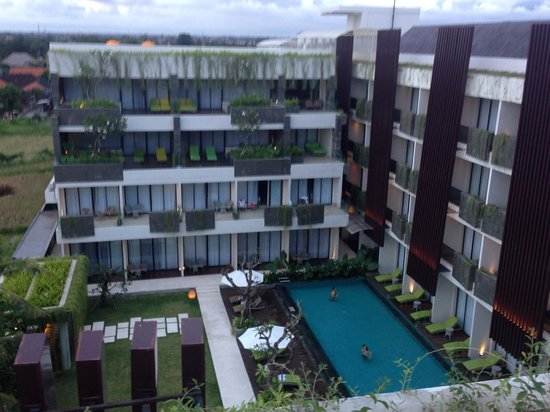 Four Points by Sheraton Bali, Seminyak : View of pool from rooftop lounge