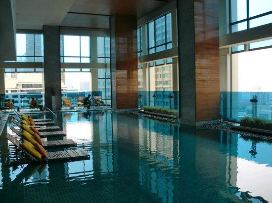Renaissance Bangkok Ratchaprasong Hotel : お洒落なプール