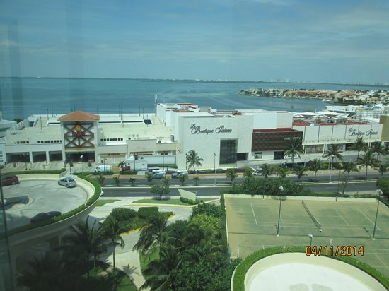 Live Aqua Beach Resort Cancun: La Isla mall across the street