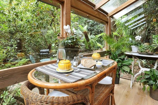 Arcadia Cottages: Olinda Cottage - Conservatory