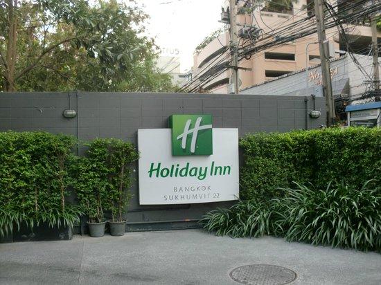 Holiday Inn Bangkok Sukhumvit: 便利な場所にあります。