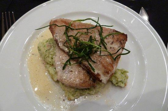 Hotel Naguilan: Ausgezeichnetes Fischgericht (Reneta)