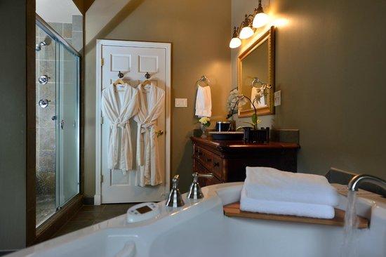White Rose Inns : Batroom of the Gardener's Room